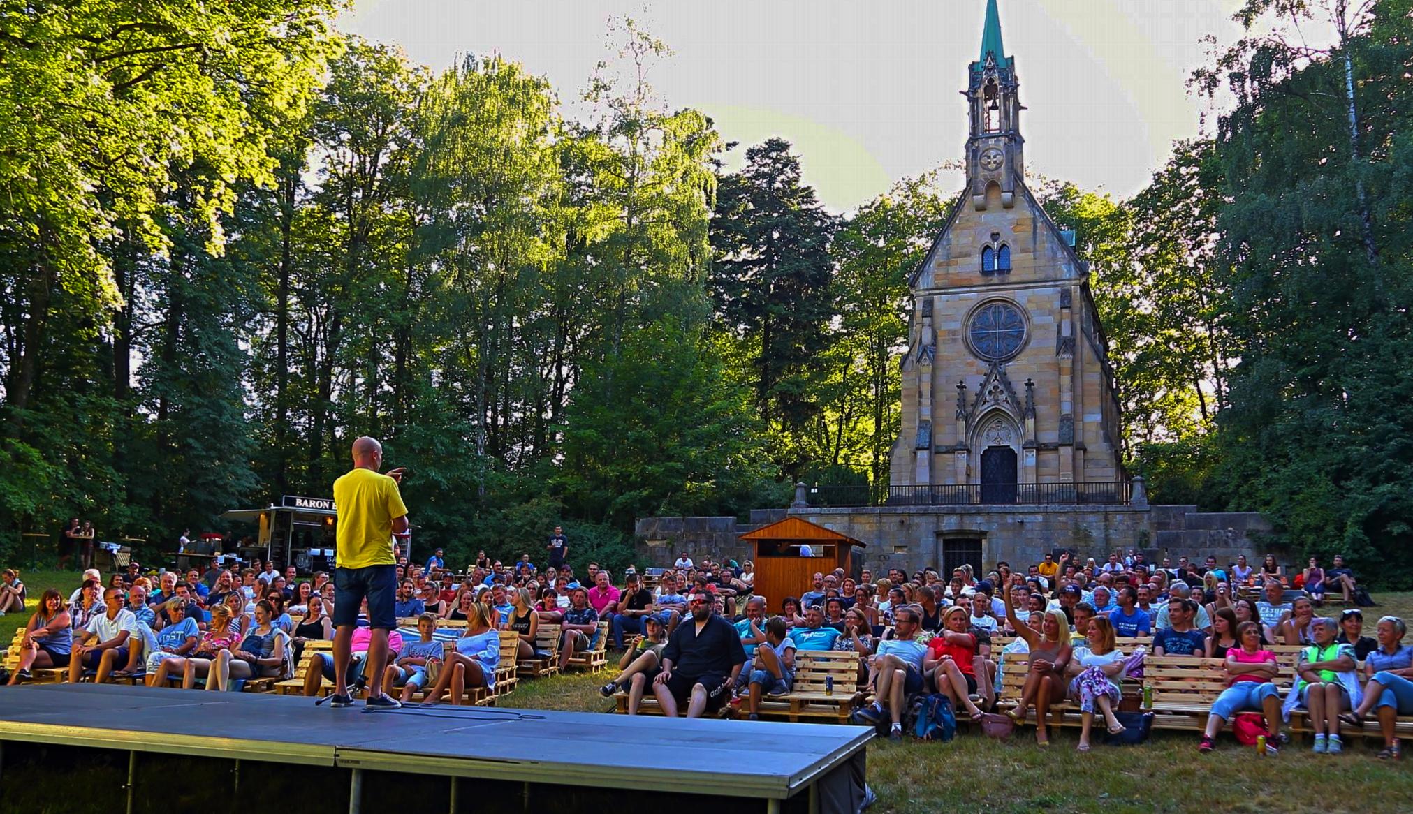 Letní kino Tripsi Vrchlabí - Na stojáka
